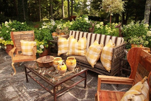 Love these pallet chairs by James Farmer for the Cashiers Showhouse In N.C.
