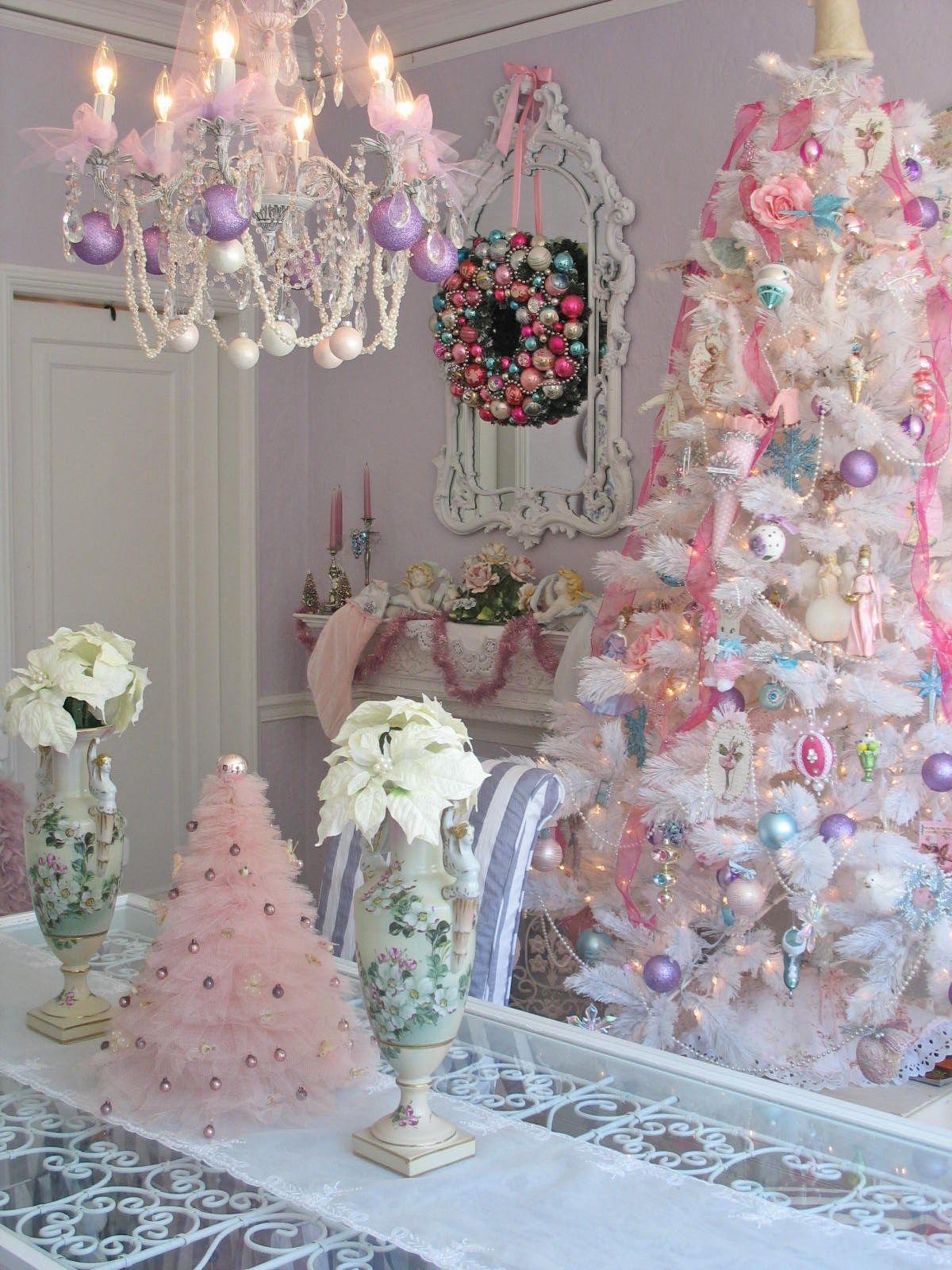 Decoración navideña en rosa | Decoración en tonos pastel, En tonos ...