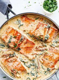 Rezept für Lachs in cremiger Sahnesauce mit Spinat, getrockneten Tomaten und Knoblauch #shrimprecipes