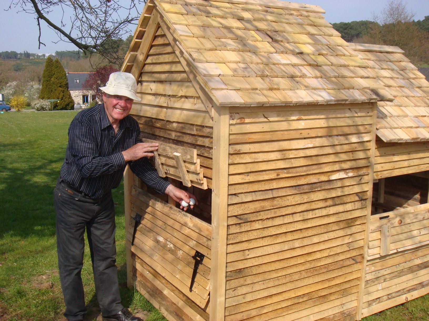Google image result for Chicken coop from pallet wood
