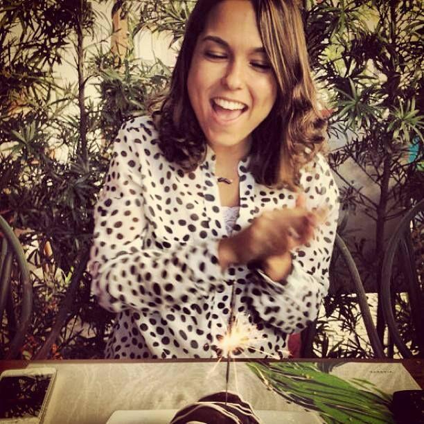 E olha a Carol Rodrigues comemorando seu niver em grande estilo com nossa camisa de bolinhas. Parabéns Carol! #adorodloox #todomundousadloox