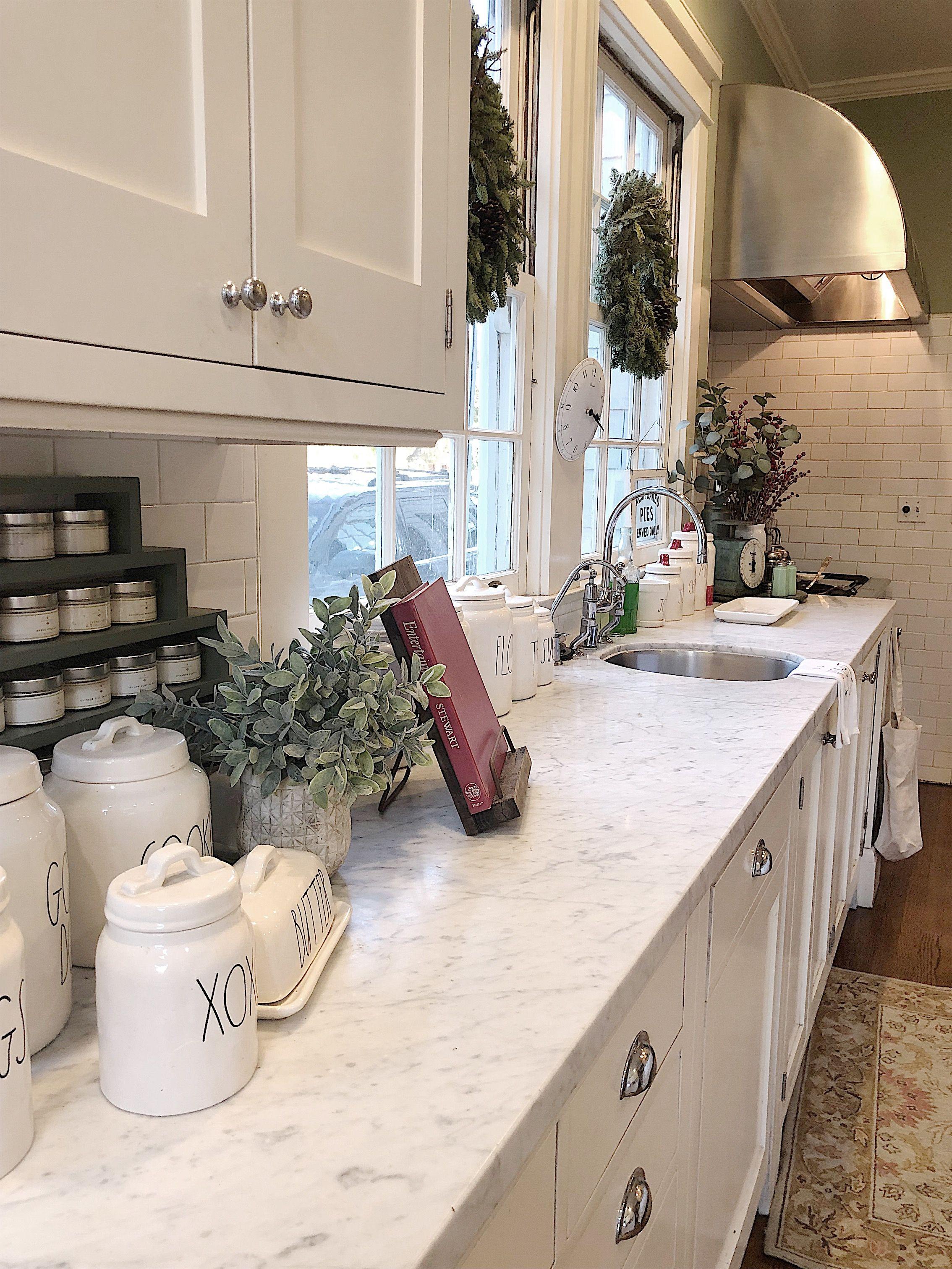 A Christmas Kitchen Tour #farmhousekitchencountertops