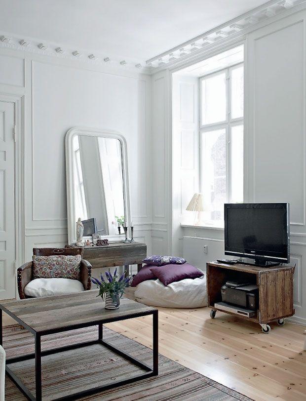 Quand les styles haussmannien et scandinave se rencontrent cela donne un intérieur bourré de charme et dauthenticité
