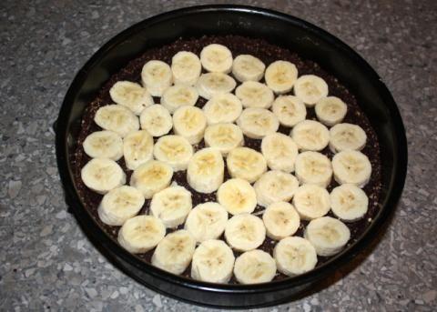 Recept s fotopostupom na nepečený kokosový koláč v štýle Raw. Ide to aj bez cukru a múky.