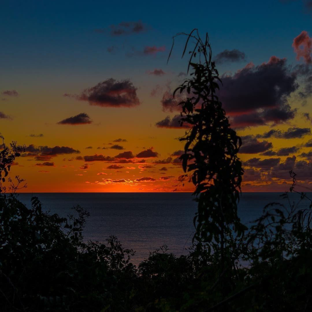 Buenas Noches Rincón Puerto Rico... #wavesfordays mañana. ______________________________ #hashtagpuertorico #whateverpuertorico #placespr #puertoricolohacemejor #sunset #loverinconpr #sunsetporn #puertoricodoesitbetter  ______________________________  by @macswellington