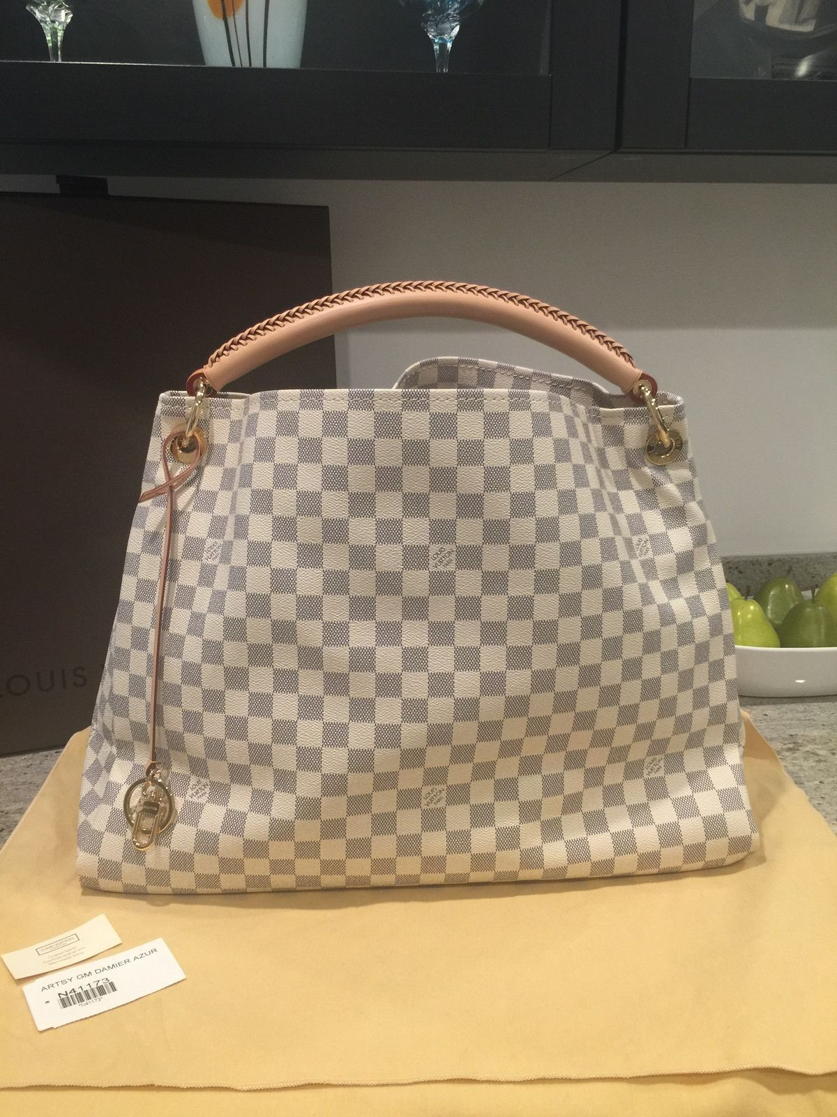 a29fceba1e99 100% Authentic Louis Vuitton Artsy MM