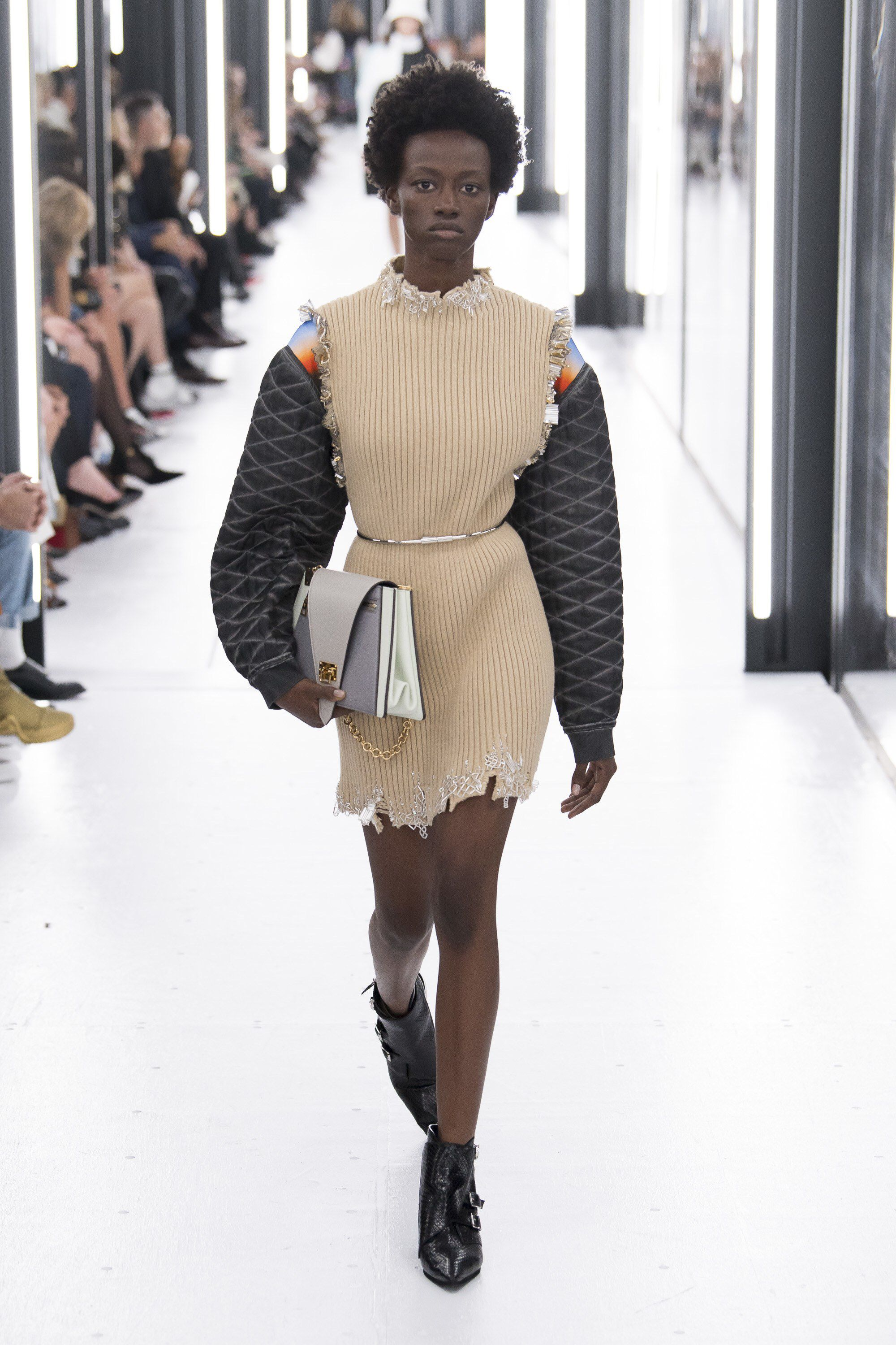 1507b5c0e4 Louis Vuitton Spring 2019 Ready-to-Wear Fashion Show Collection: See ...