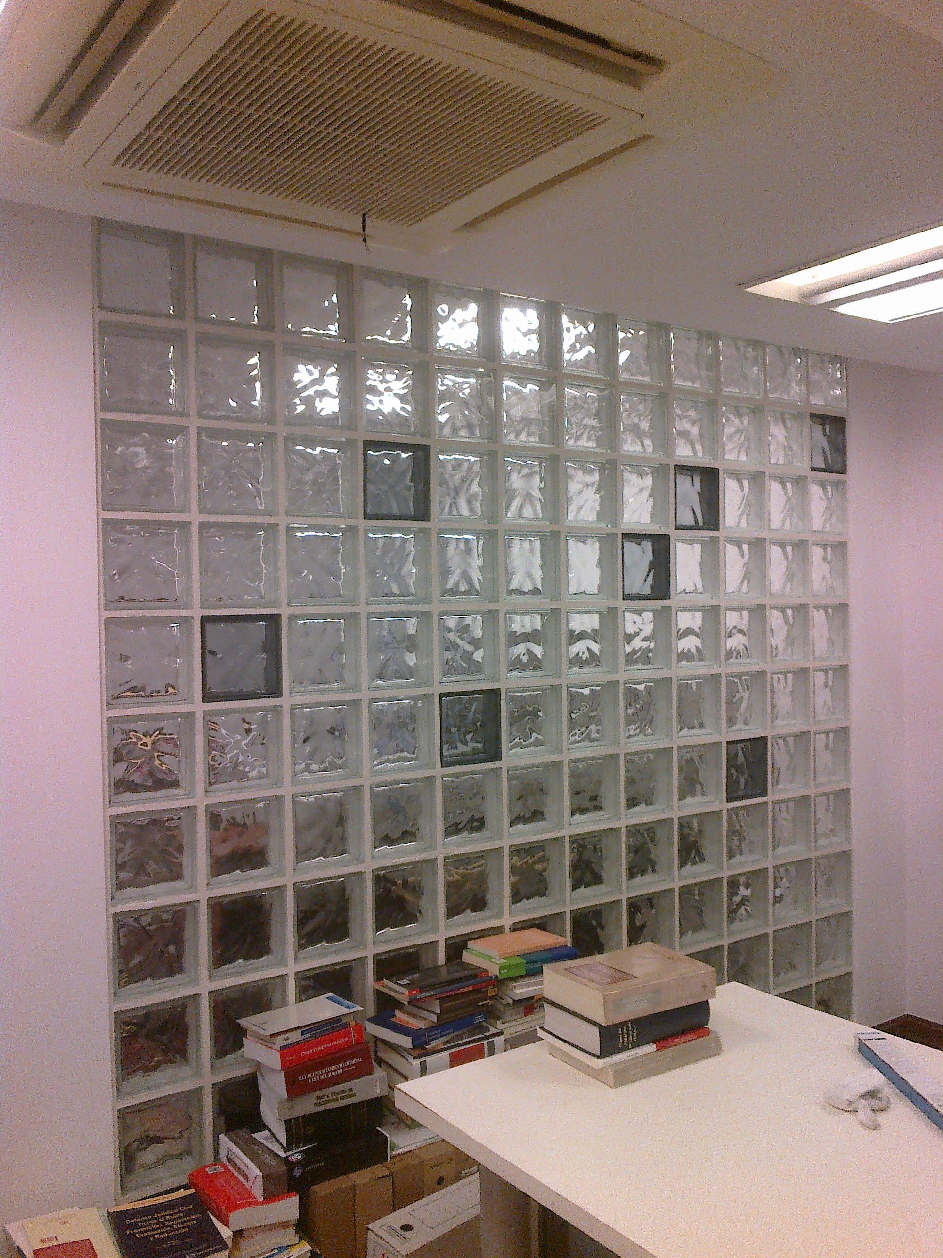 Divisi n de oficinas con bloques de vidrio pared de bloques de vidrio pinterest glass - Pared de bloques de vidrio ...