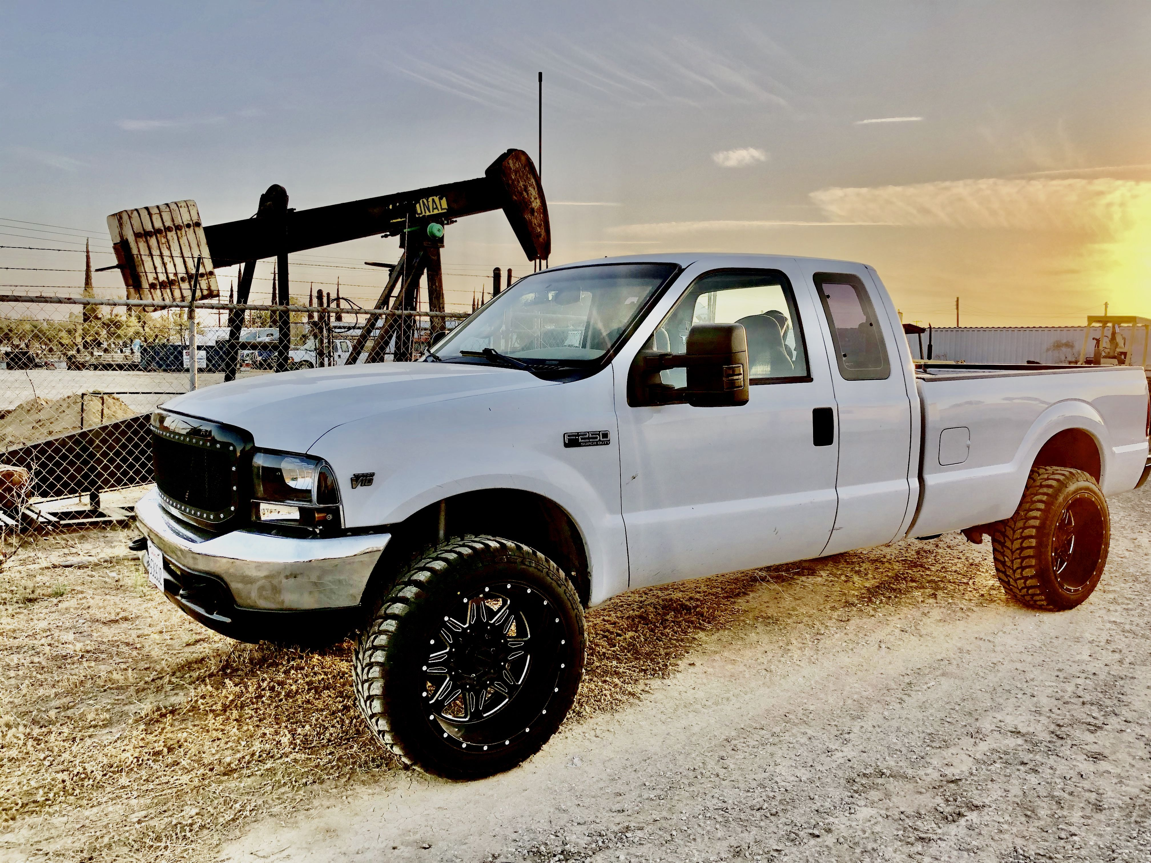 99 F250 Super Duty With A Level Kit 22 Inch Wheels And 35 Tires F250 Super Duty F250 Ford F250