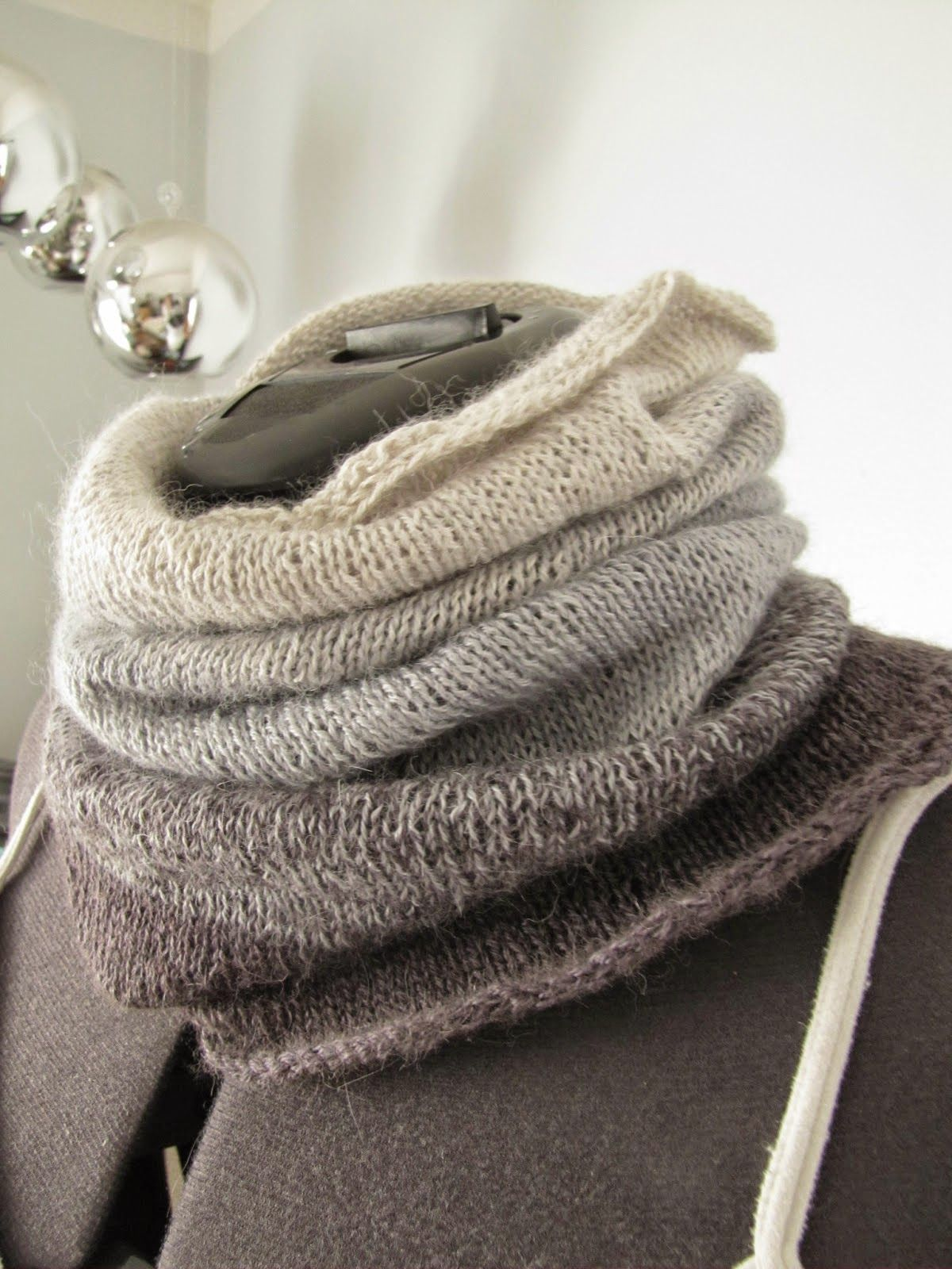 Ombre cowl - free pattern   Crochet, Lace knitting, Cowl ...