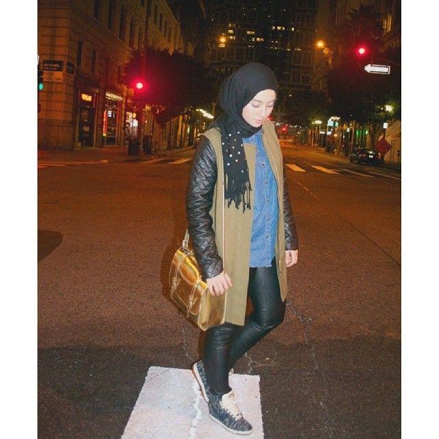 #ootd #hijabswag #hijabfashion #hijabstreetstyle #hijab #streetstyle #LA #moroccan #nikes #touchofgold