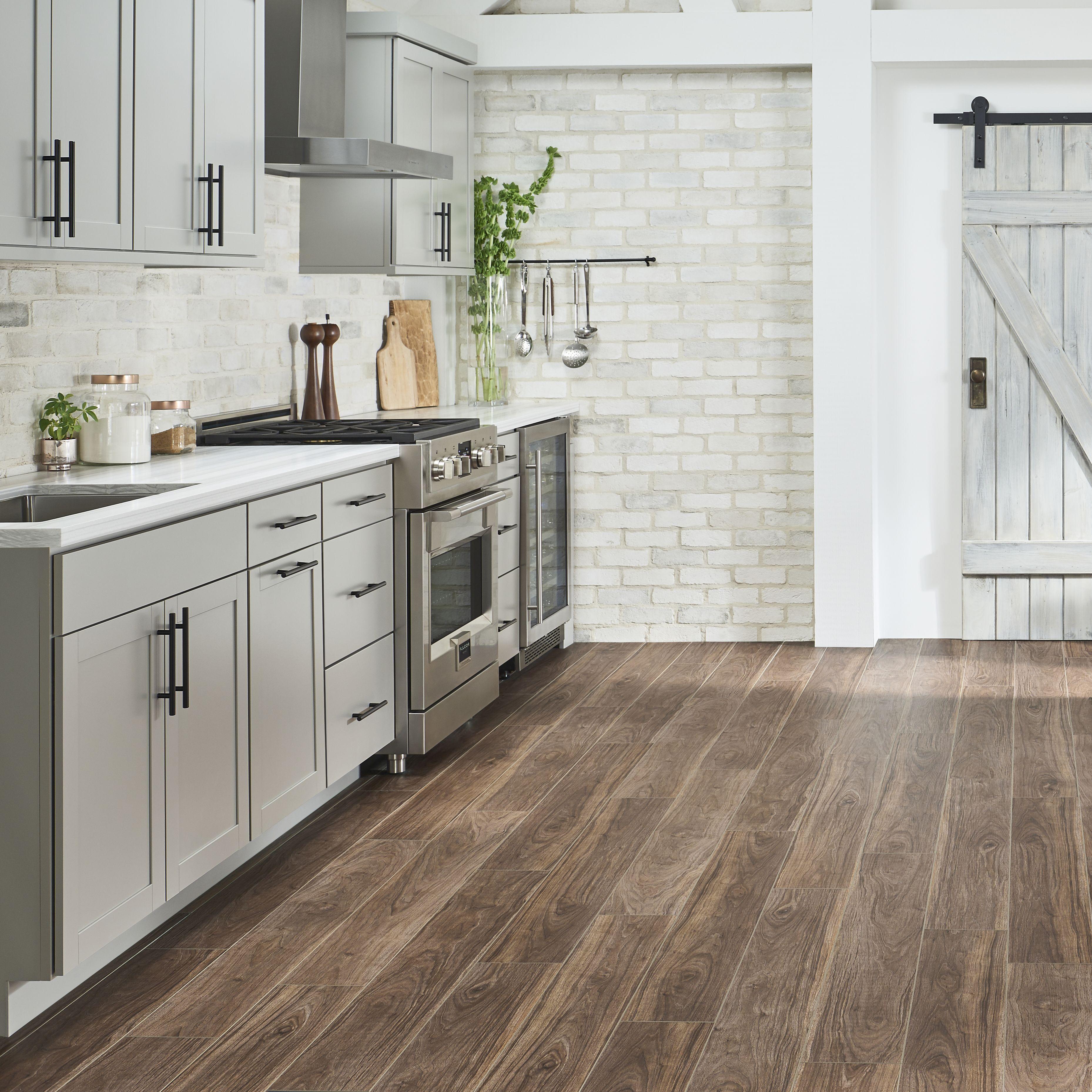 Flooring For Farmhouse Kitchen Farmhouse Kitchen Kitchen Small Apartment Modern