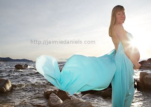 Beautiful maternity portrait at Lake Tahoe by Jaimie Daniels Photography