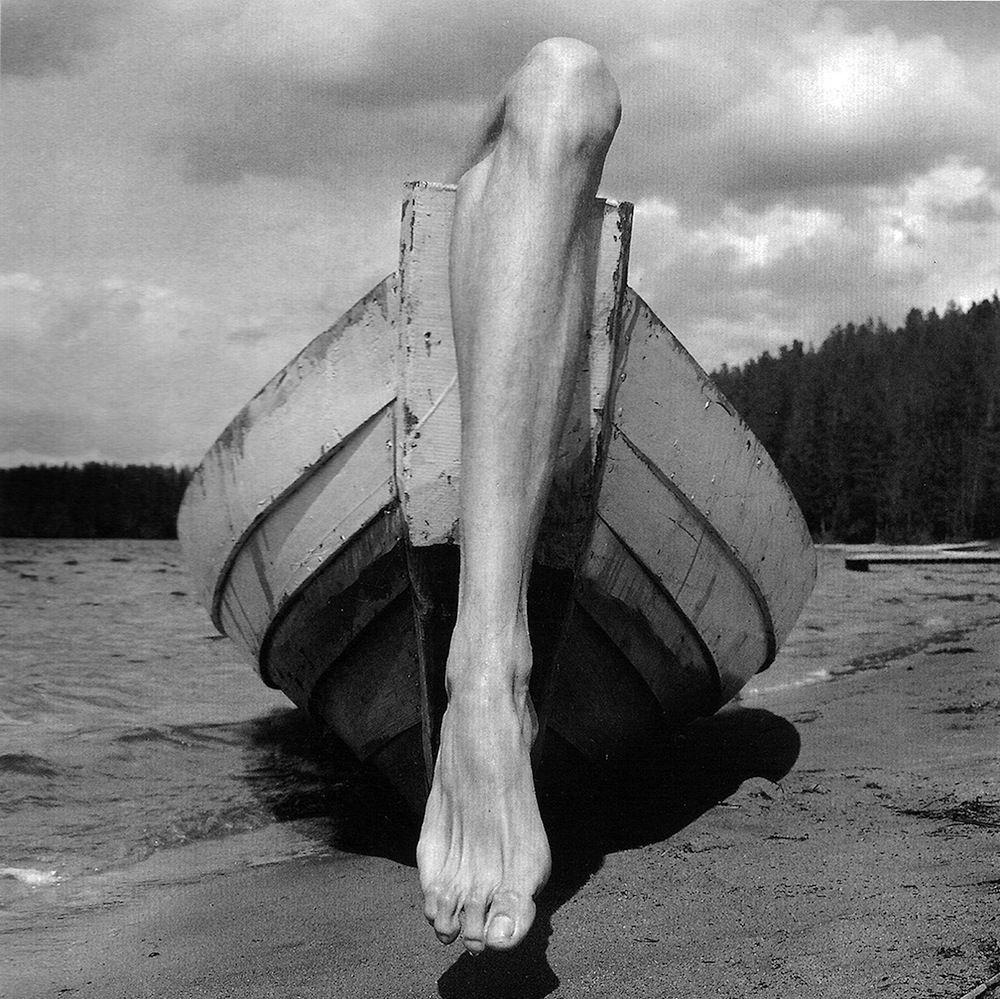B L O G H I S T A P E R C A S O: Arno Rafael Minkkinen ~ Legs