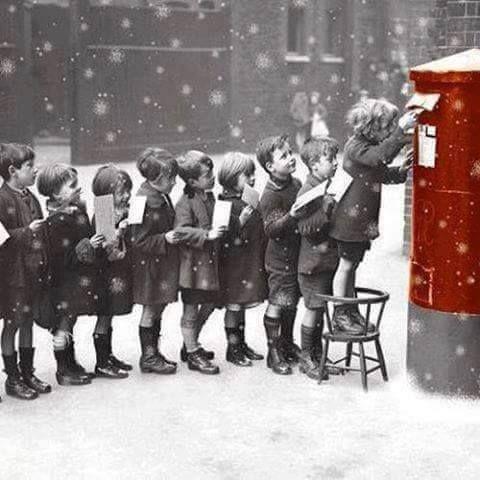 Mailing Letters to Santa Vintage christmas photos, Santa