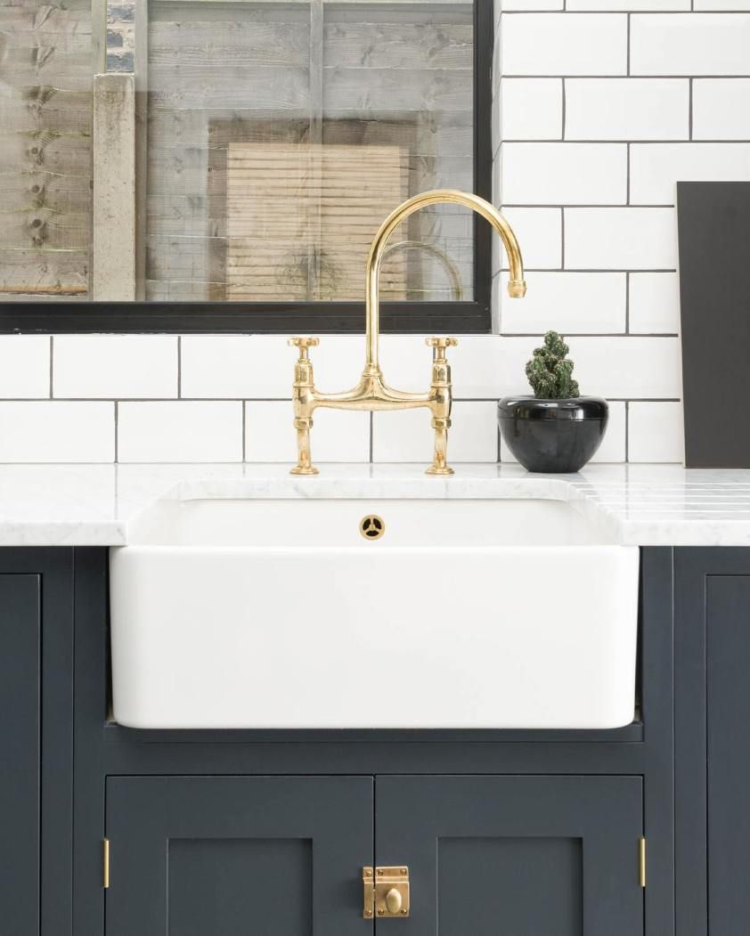 5 Classic Kitchen Combos Cabinets Hardware Lighting In 2020 Classic Kitchens Sink Taps Modern Kitchen Sinks