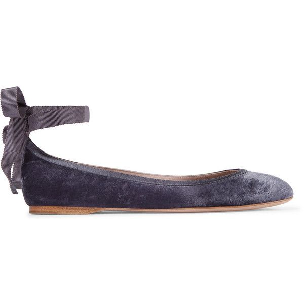 AERIN Satin-trimmed velvet ballet flats ($400) ❤ liked on Polyvore featuring shoes, flats, navy, navy ballet flats, ballerina pumps, navy blue flats, tie shoes and ballet flats