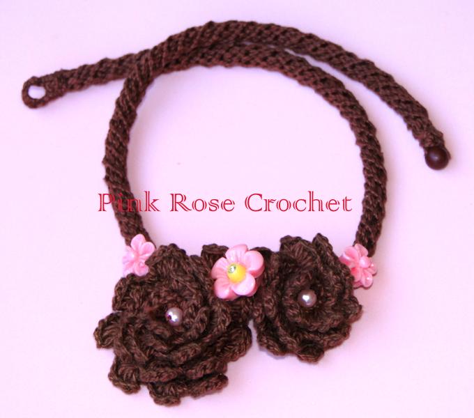 PINK ROSE CROCHET: Colar Marrom com Cordão e Flores
