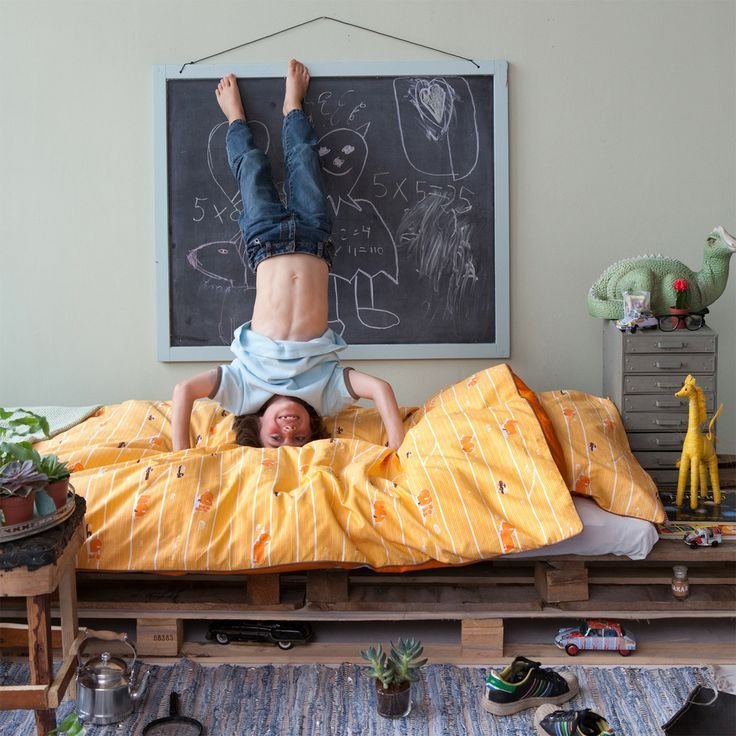 mommo design: 6 PALLETS PROJECTS FOR KIDS - bed