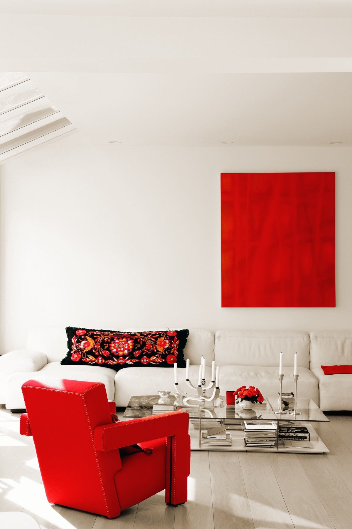 51 Red Living Rooms With Tips And Accessories To Help You Decorate Yours In 2020 Red Furniture Living Room Living Room Scandinavian Living Room Red #red #living #room #accessories