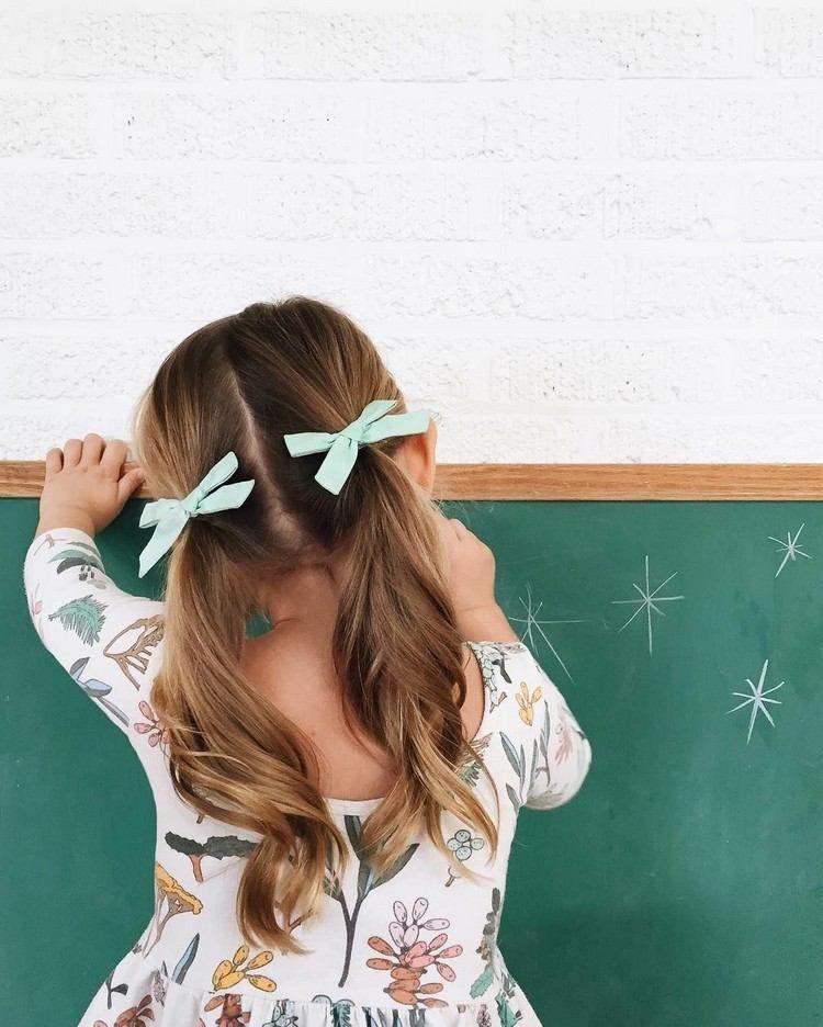 Quelle coiffure fillette choisir pour l'école? 50+ idées