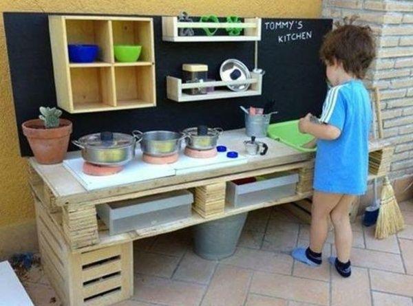 Mobilier en palettes en 81 id es tr s int ressantes - Cuisine en palette bois ...
