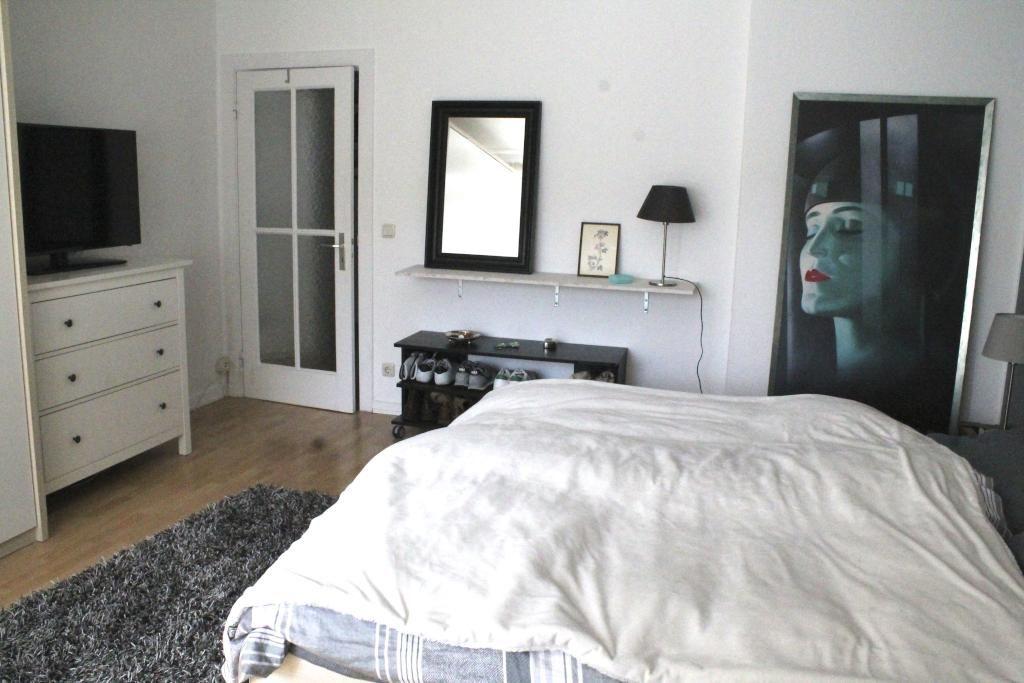 Schlafzimmer in schöner Hamburger Wohnung mit großem