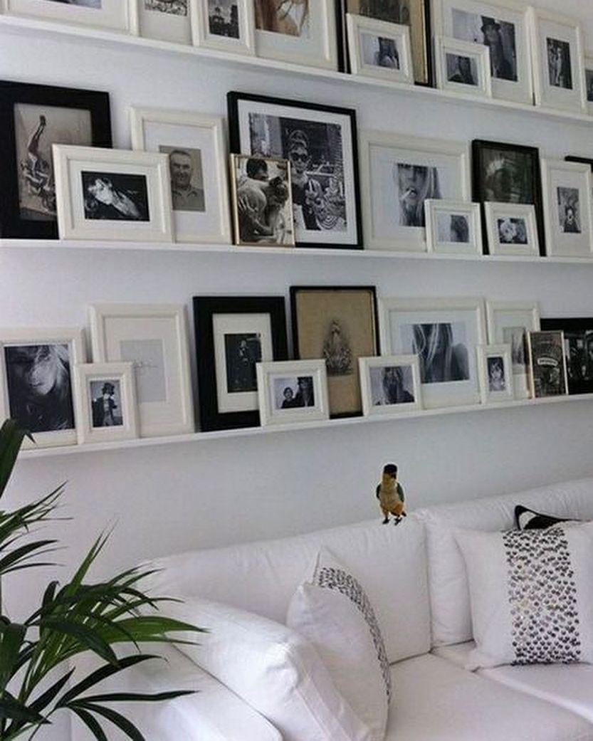 Tenia Un Pasillo Hacia Los Cuartos Sin Mucha Gracia Entonces Mi Amigo Pinterest Me Inspiro A Poner Unas Pequenas Repisas Con Fotos Home Decor Decor Home