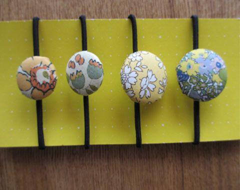 リバティのタナローンで作ったくるみボタンのヘアゴムです。重ね使いもかわいい4個セットです。ちょっとしたプレゼントにもいかがでしょうか?<素材> リバティー生地...|ハンドメイド、手作り、手仕事品の通販・販売・購入ならCreema。