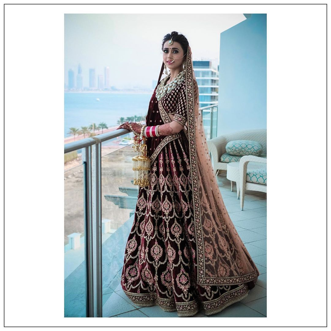 1 604 Likes 5 Comments Brides Of Sabyasachi Bridesofsabyasachi On Instagram Bride Aahana Samtani Aahana In 2020 Bridal Outfits Insta Fashion Bollywood Fashion