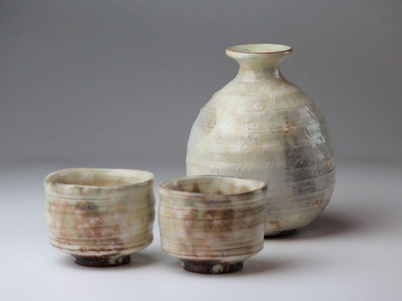 Hagi Yaki Ware Japanese Sake Bottle And Sake Cup Set Kobiki Futo Keichiro Sake Set Sake Bottle Japanese Pottery