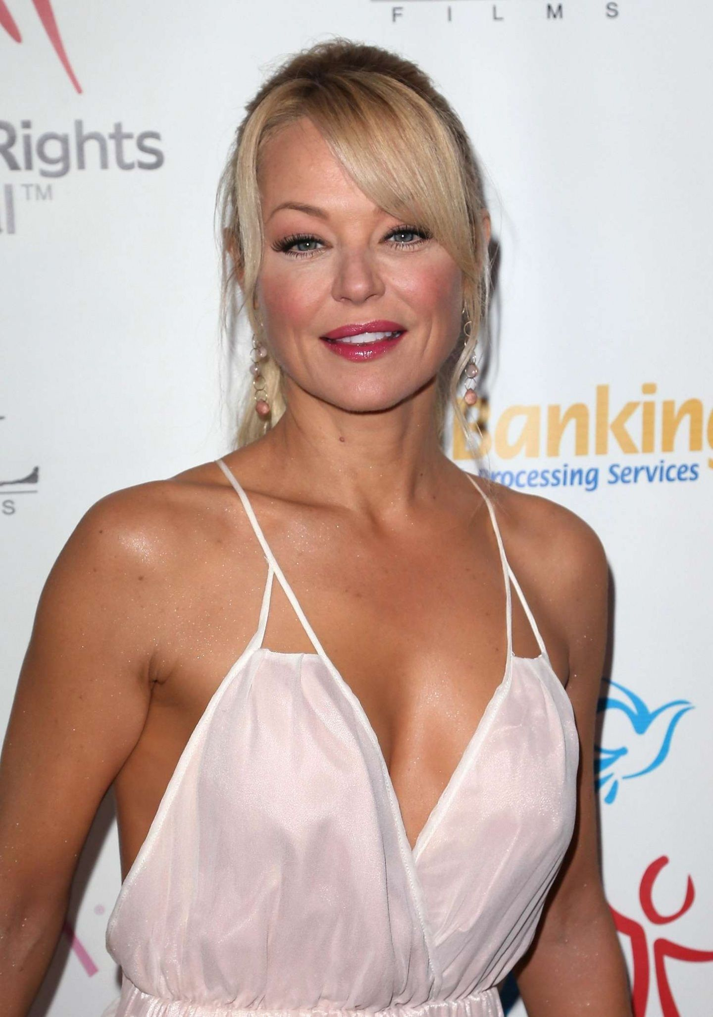 Charlotte Ross nudes (73 photo), Pussy, Fappening, Selfie, braless 2019
