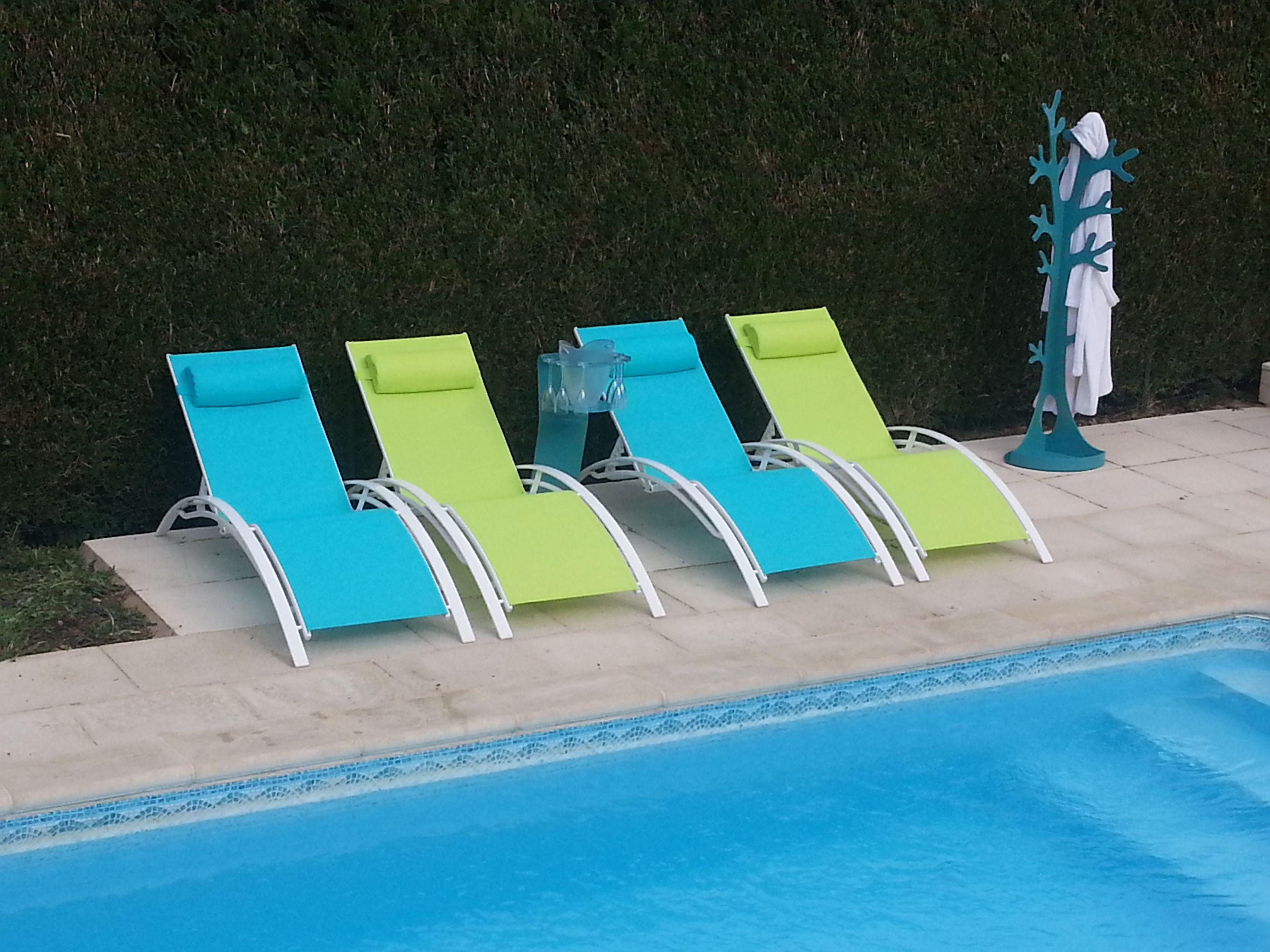 Louisa duo de transats en aluminium et textil ne alice 39 s for Chaises longues piscines