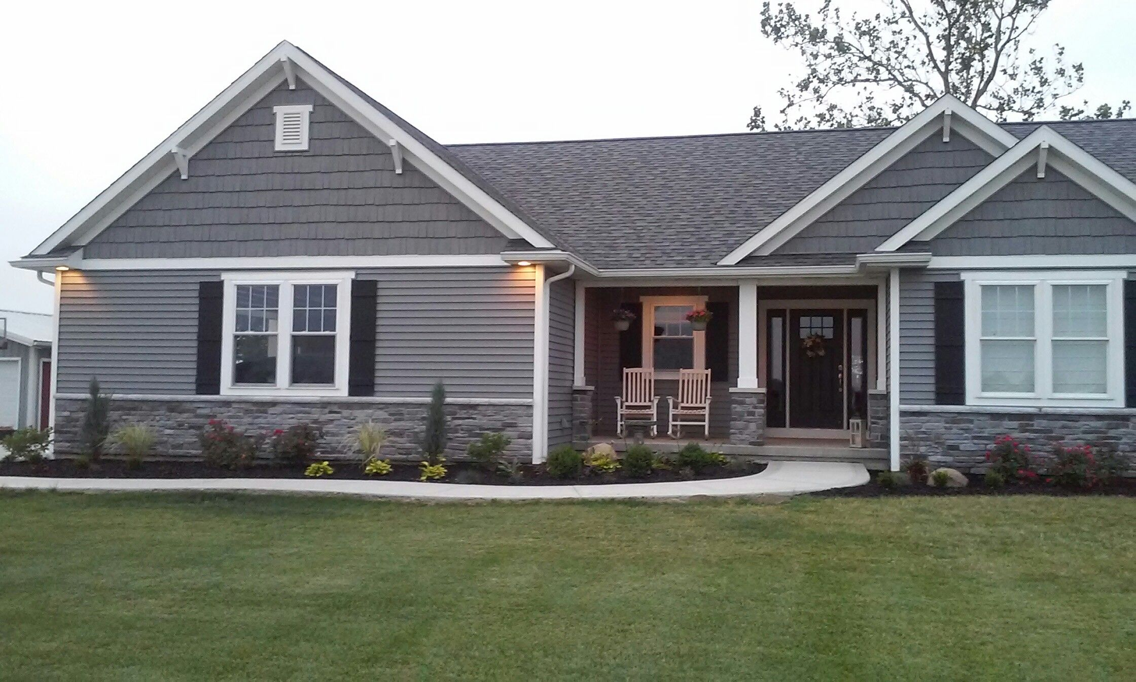 Front bed home pinterest for Planos de casas norteamericanas