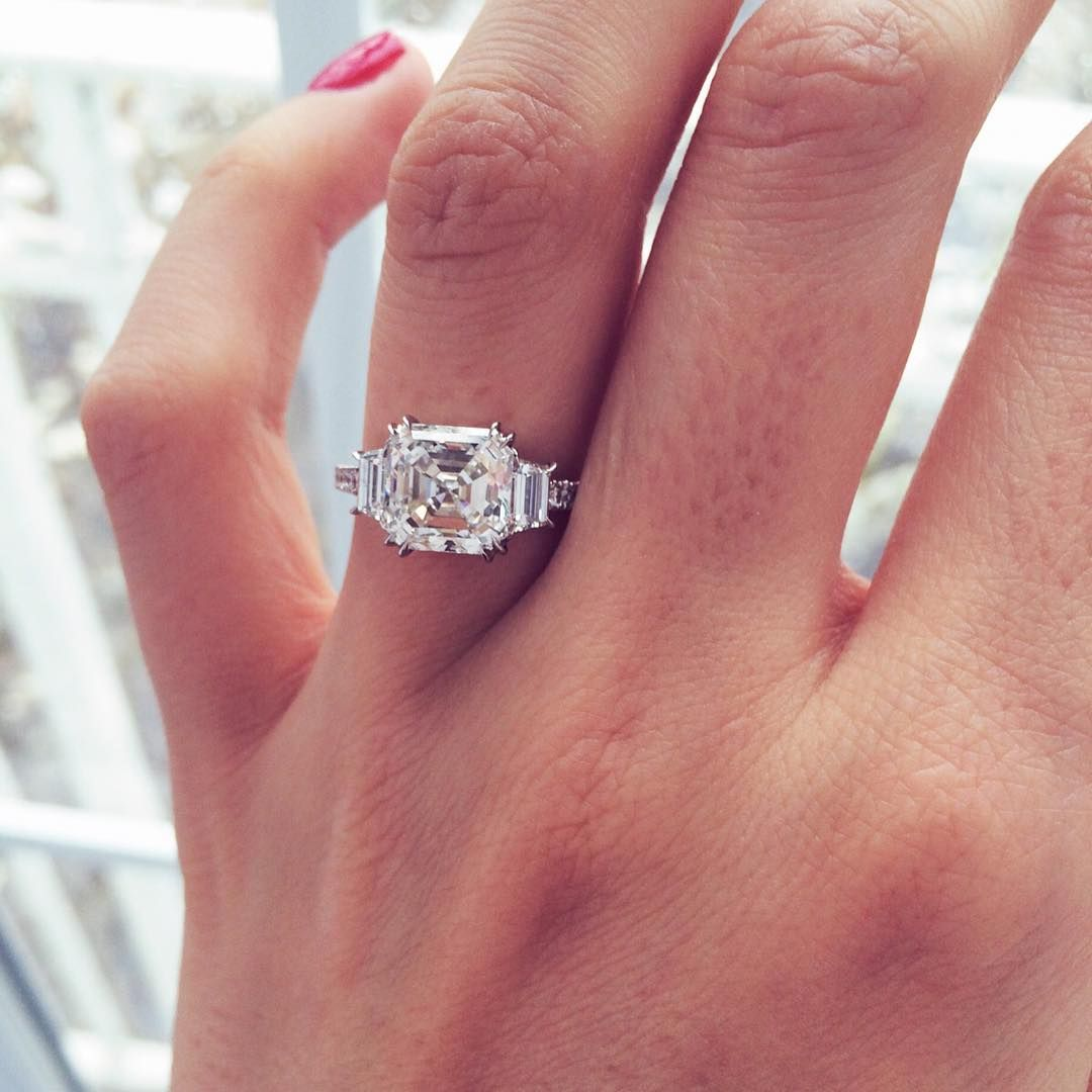 These 3-Stone Engagement Rings Have a Very Special Meaning Behind ...