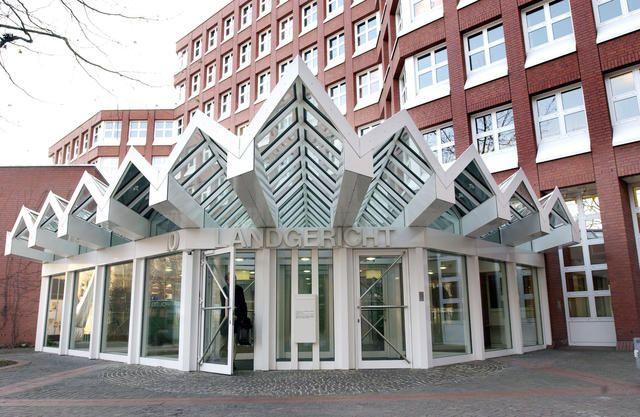 Pozessbetrug - Anwältin beteiligt sich aktiv an Prozessbetrug - Schaden für den Beteilgten mindestens 20.000 €