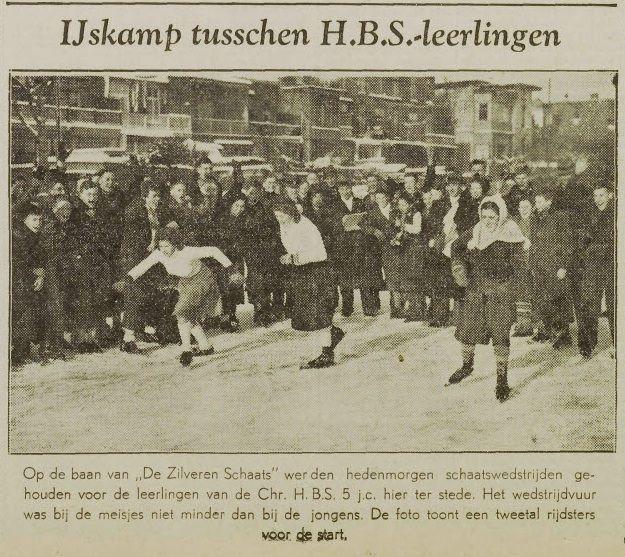 IJskamp tussen leerlingen van de Utrechtse Christelijke HBS op de ijsbaan van 'De Zilveren Schaats' bij de Frederik Hendrikstraat. UN, 23 januari 1940, pagina 9