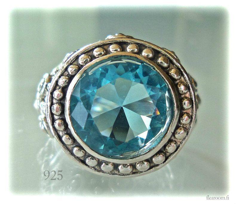 Hopeasormus suuri sininen kivi / topaasi