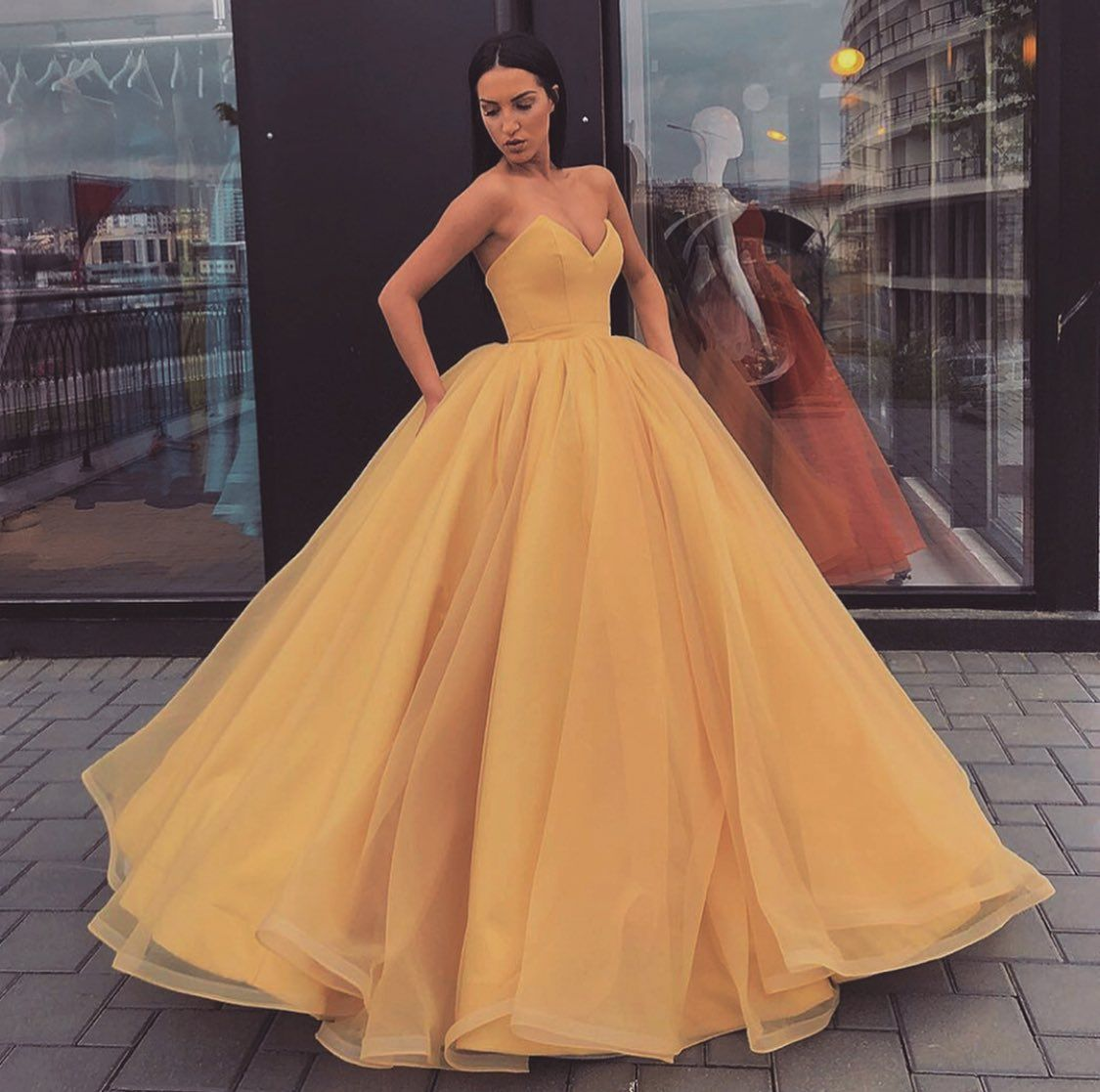 33281fd8092 Organza Ball Gowns Prom Dresses V-neck Corset Quinceanera Dresses For Sweet  16 on Luulla