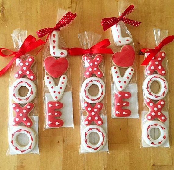 Love And Xoxo Royal Icing Cookies Valentines Pinterest