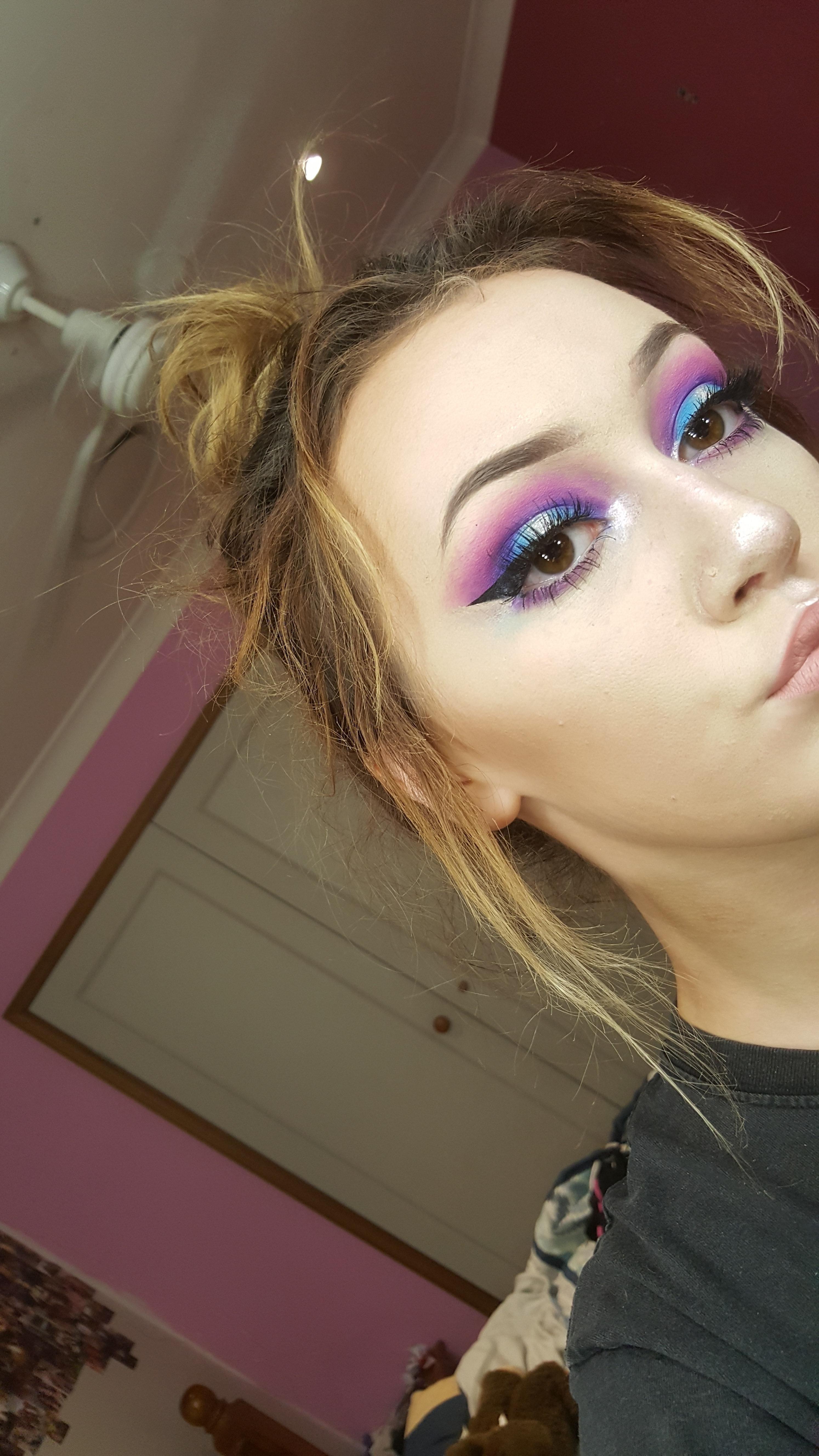 blue/purple halo eye Purple eye makeup, Makeup, Purple