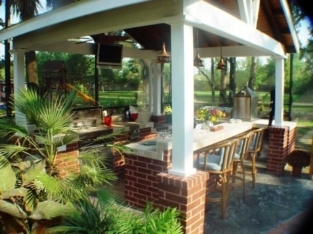This Houston outdoor kitchen design has become a huge hub ...