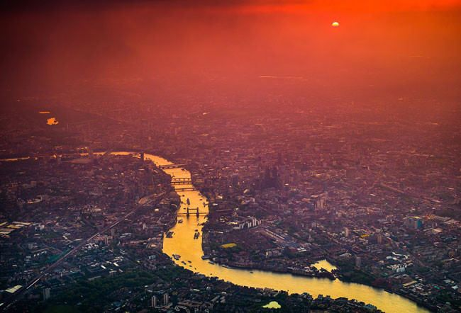 Aerial photos show London's intricate and stunning beauty at night