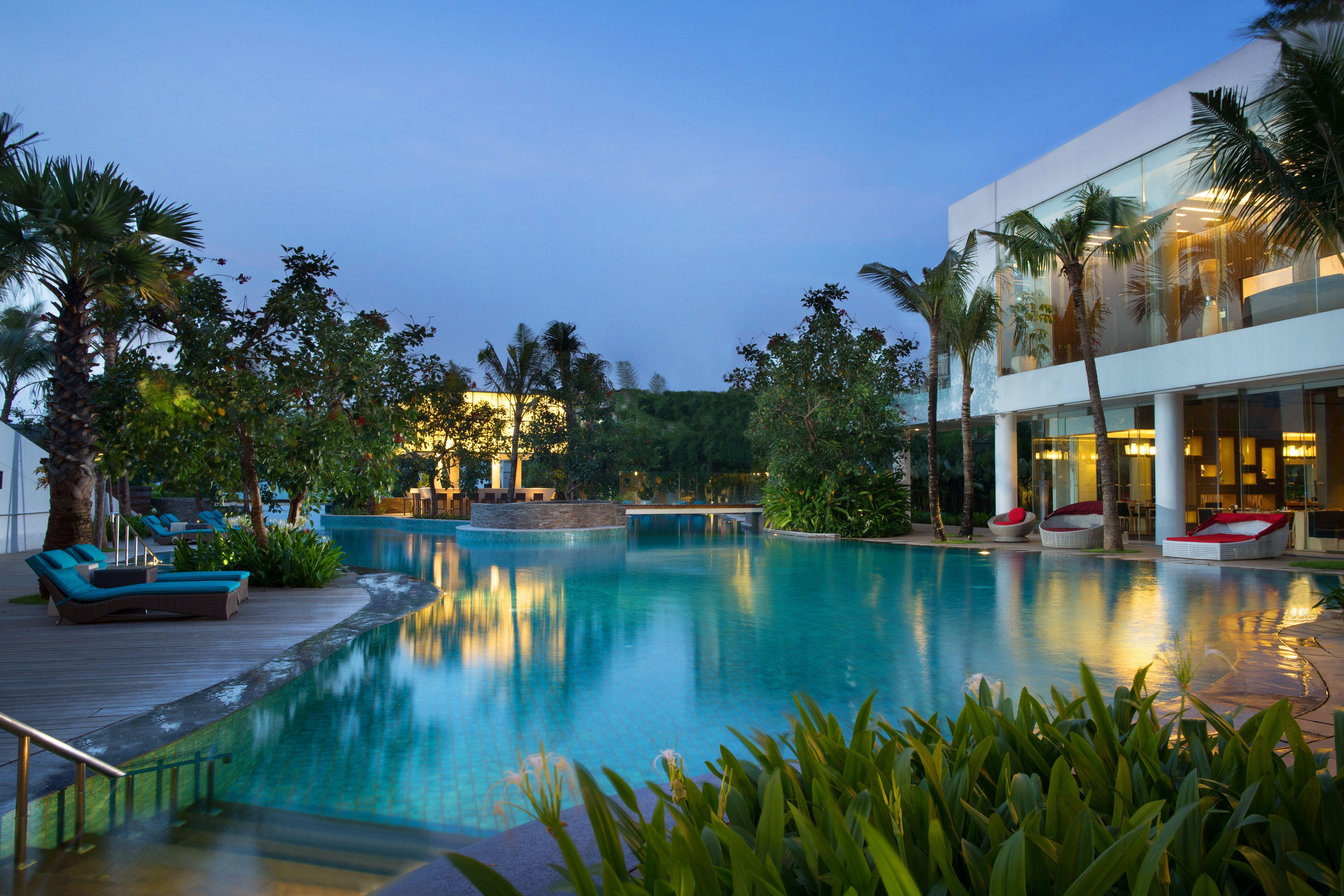 The contemporary DoubleTree by Hilton JakartaDiponegoro