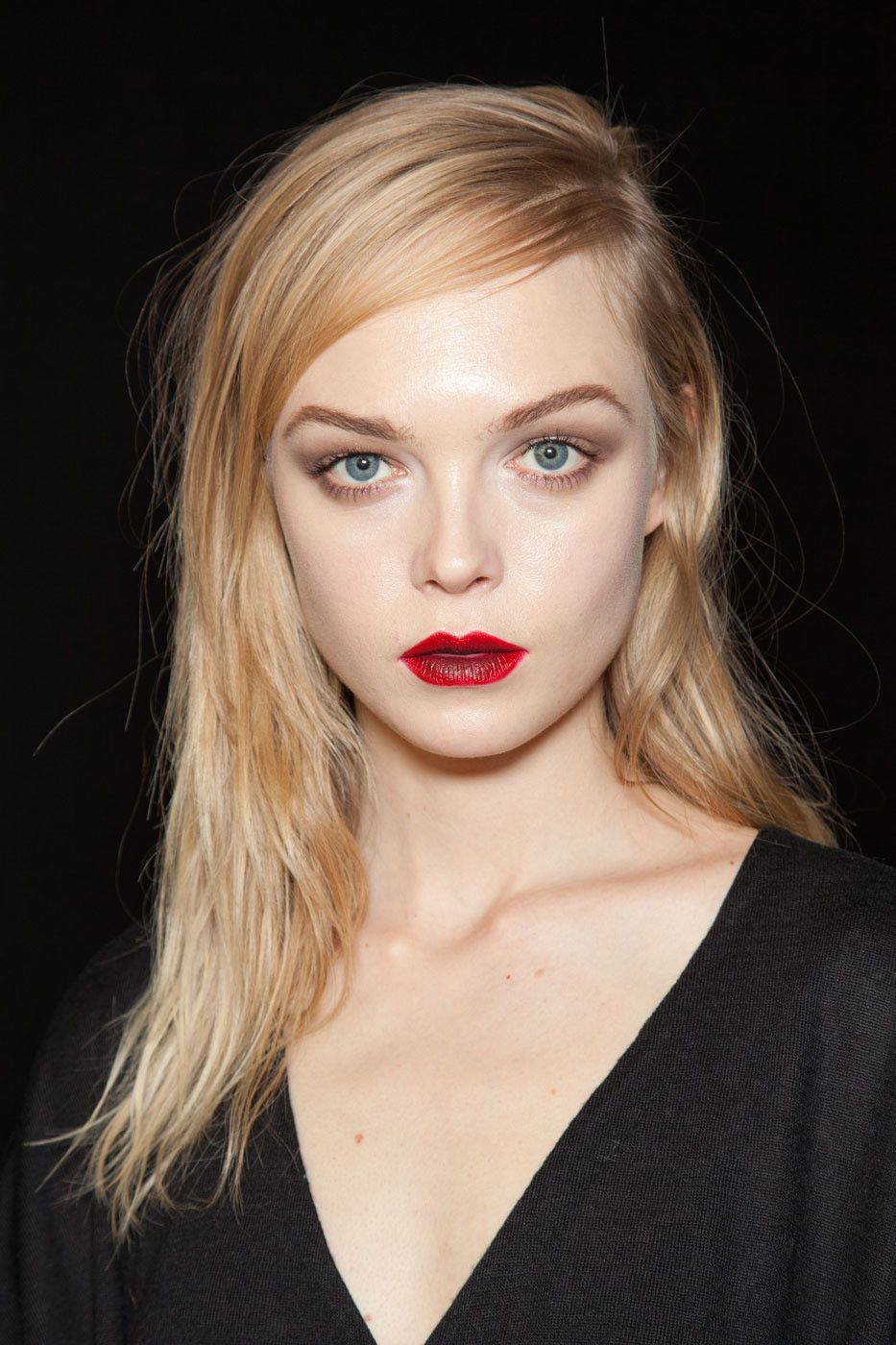 red lips Makeup for blondes, Beauty makeup, Hair makeup