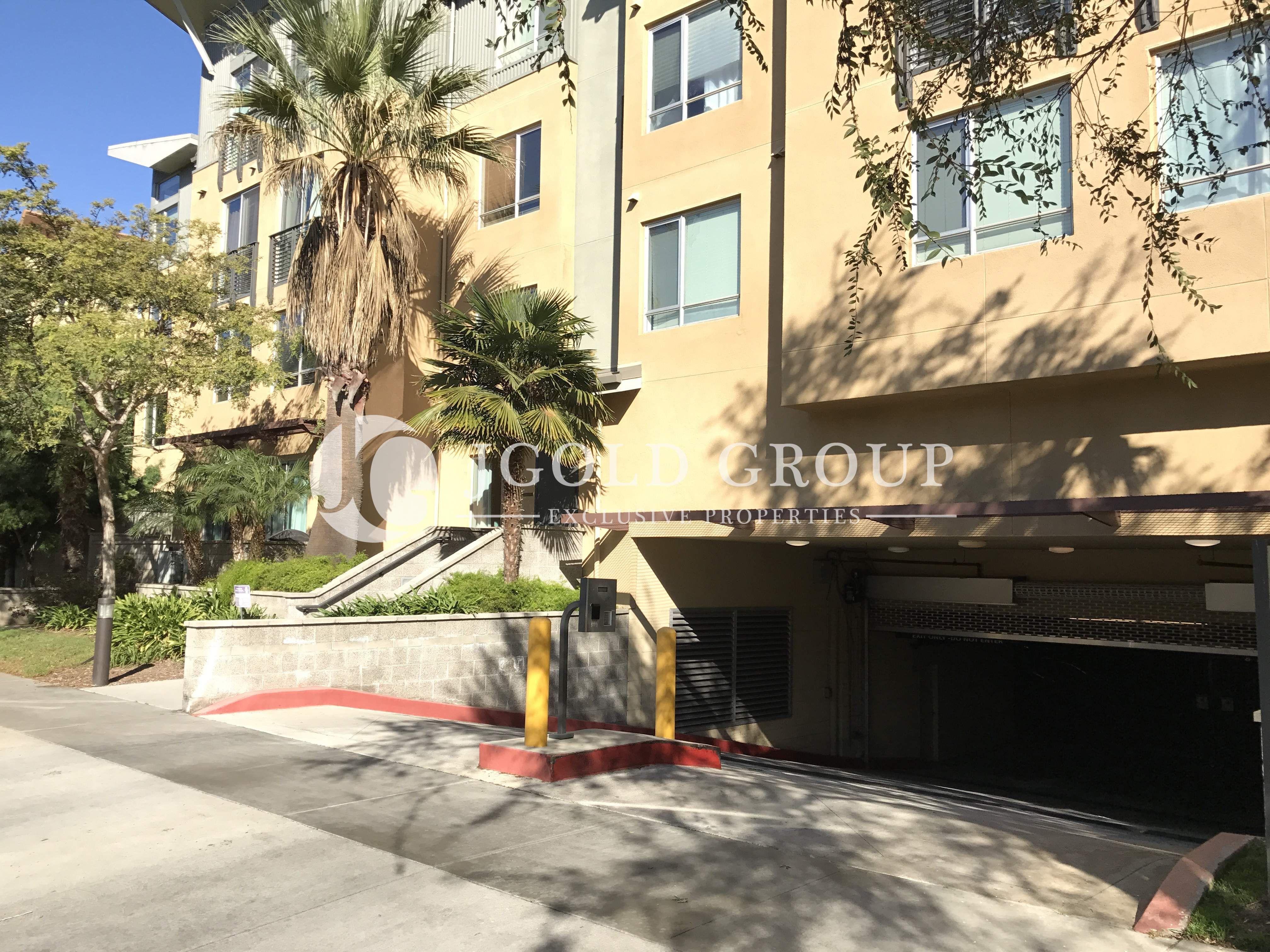 Garage Entrance Into Waterstone In Playa Vista Ca Playa Vista Condominium Entrance