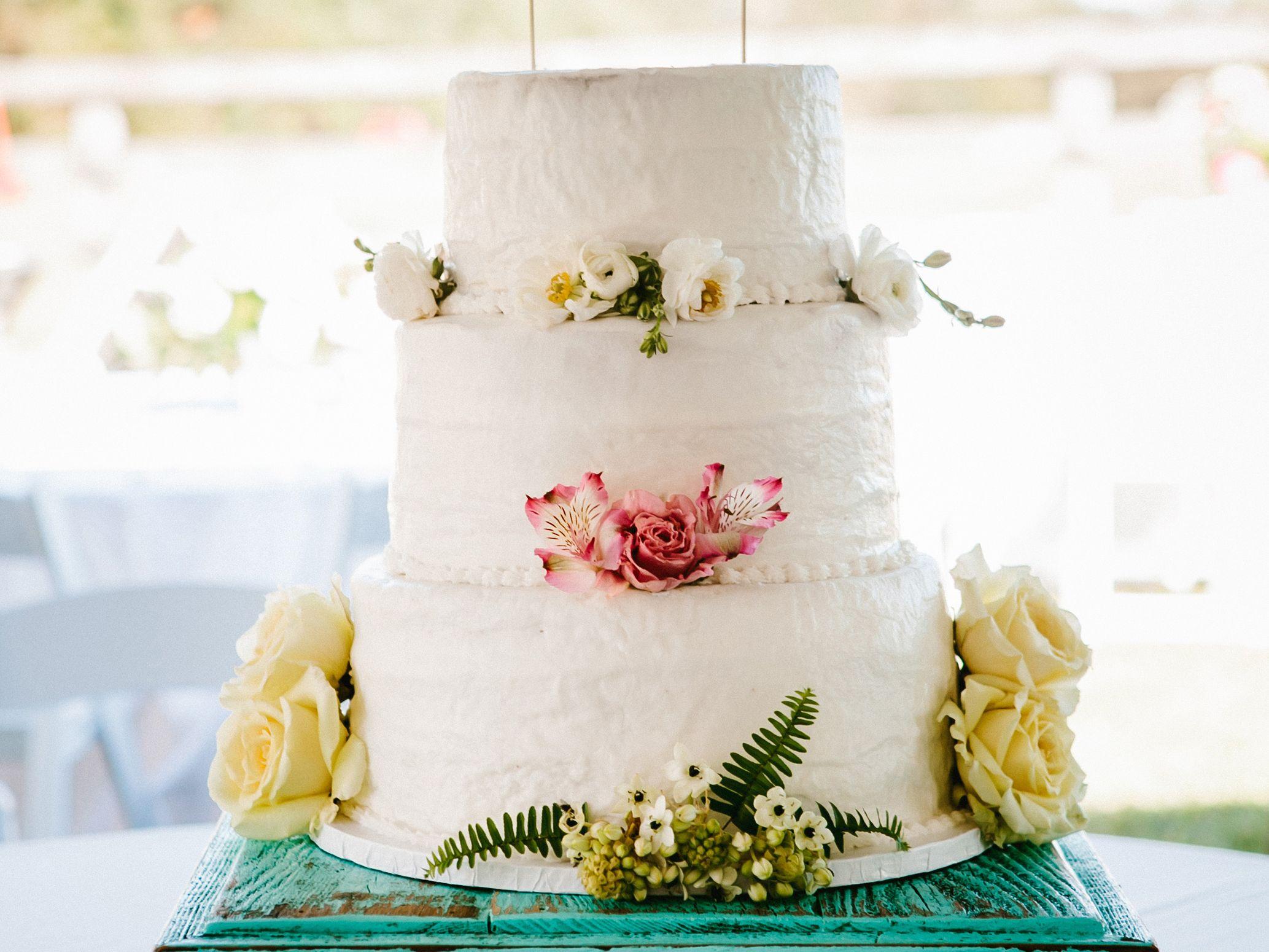 beautiful buttercream frosted wedding cakes cake photos cake