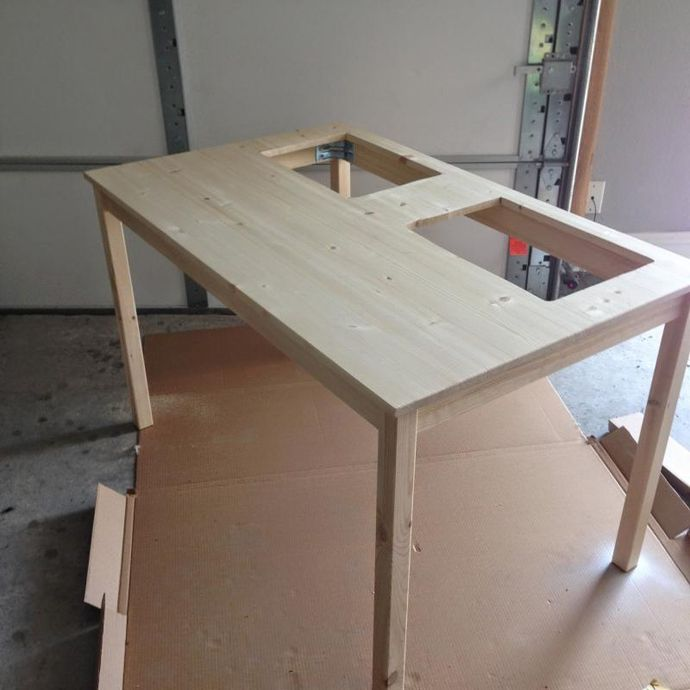 Sie Kauft Einen Ikea Tisch Und Sägt Darin Zwei Löcher Ihre Kinder