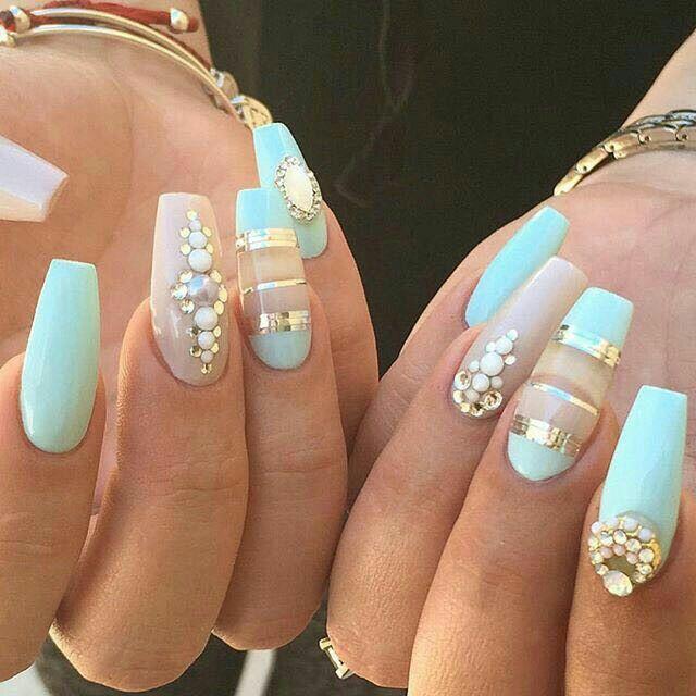 Uñas de acrílico. Color menta, con pedrería | uñas | Pinterest ...