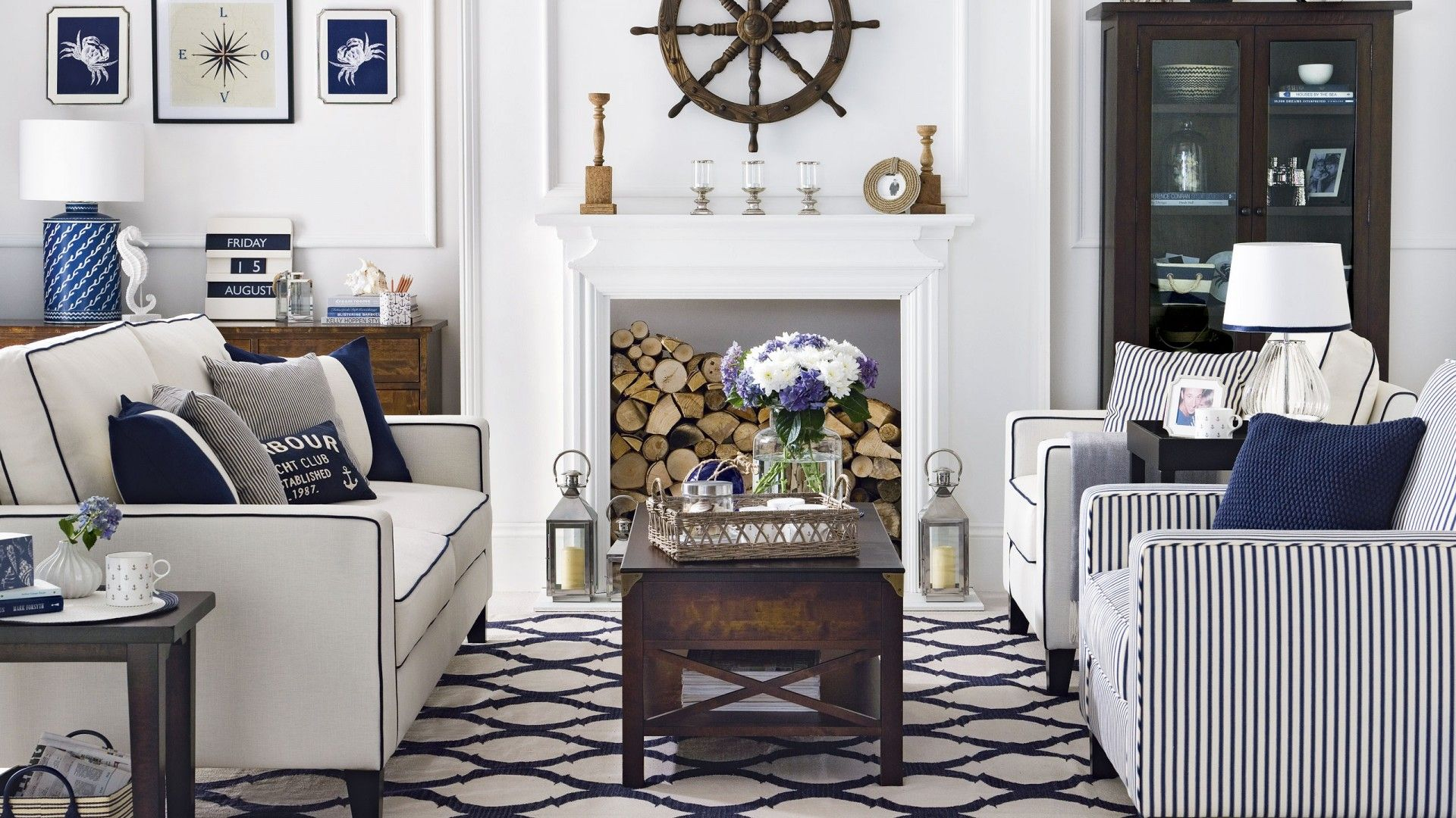 Here, a combination of sea-inspired finds with traditional furniture ...